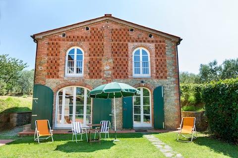 Cozy villa in Tuscany countryside