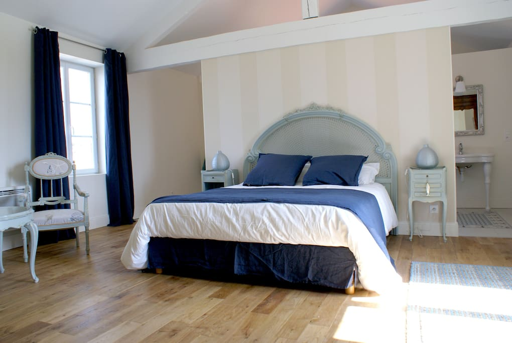 chambre d 39 h tes proche royan ir bed and breakfasts for rent in chaillevette poitou. Black Bedroom Furniture Sets. Home Design Ideas
