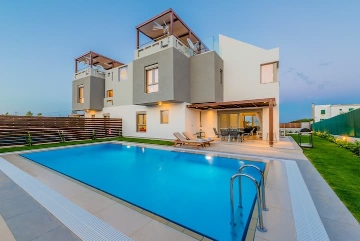 Filoxenia Villa with pool 50m from the beach