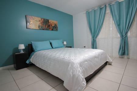 Private Room in Comfortable House in North Miami ! - North Miami