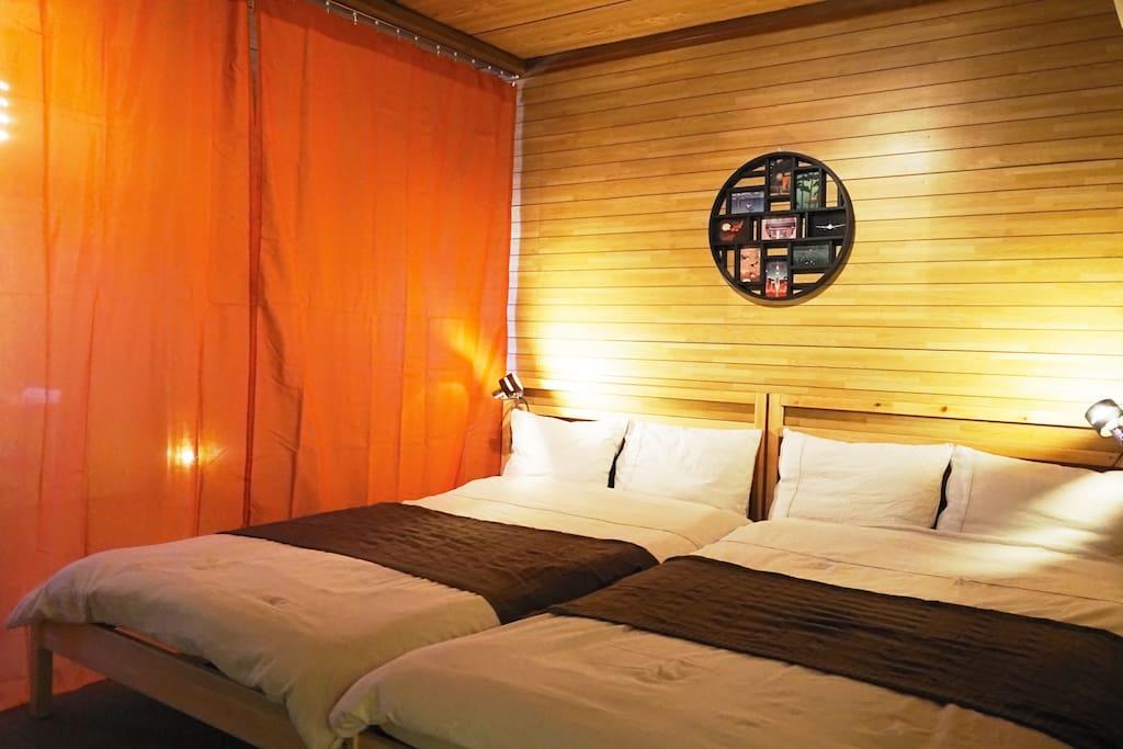 2 three-quarter beds / 120cm×200cm each