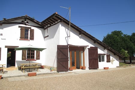 Lovely big farmhouse near Biarritz  - Saubrigues