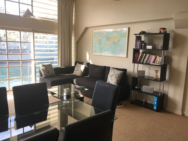Central waterfront Loft in  Iconic Finger wharf