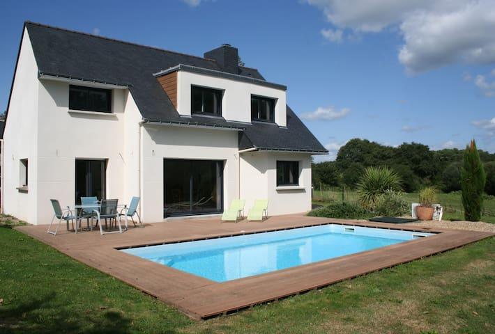 Chambre calme au vert avec piscine