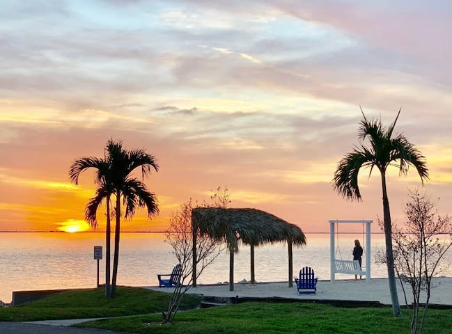 209 -Oceanfront Getaway Only 2 Min -Tampa Airport!