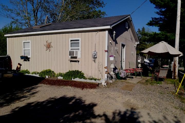 Fickett point cozy  Cottage/tiny home Near the Bay