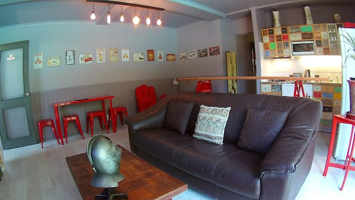 New & funky Somerset Apartment With Total Privacy