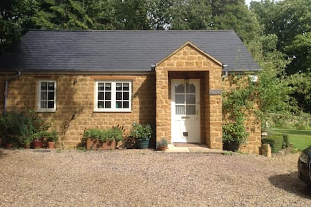 Charming country cottage - Brixworth