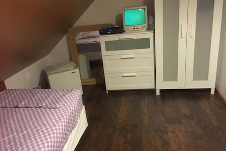 Best Deal! small room  near EWR/NYC - Элизабет - Дом