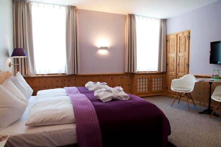 Zimmer in Pontresina bei St. Moritz - Pontresina - Casa