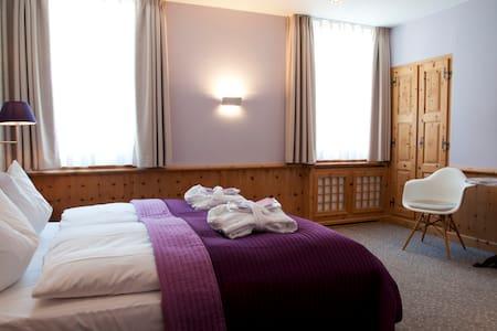 Zimmer in Pontresina bei St. Moritz - Pontresina - House