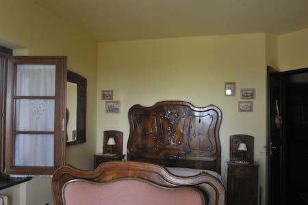 Stanza della Rosa uso tripla - Pralungo - อพาร์ทเมนท์