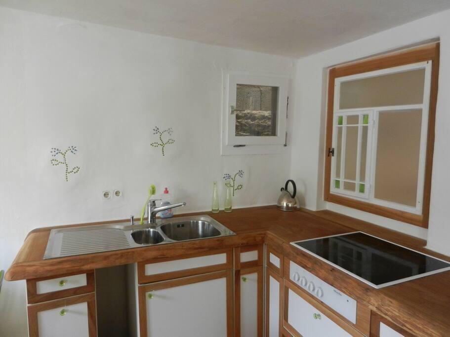 Die Küche inkl. Cerankochfeld, Kaffeemaschine separat