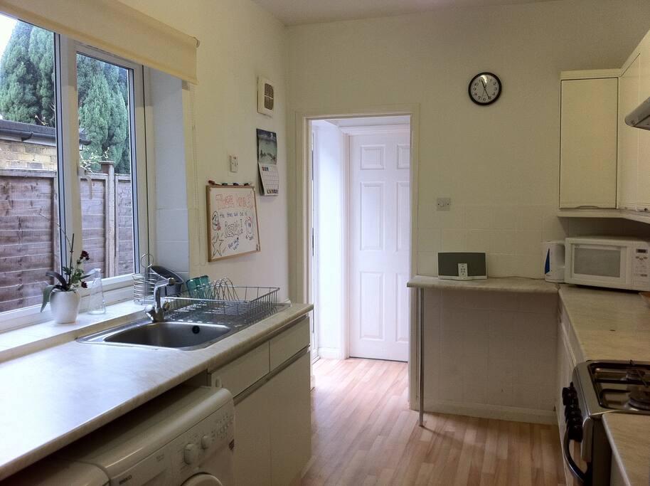 Luminous and very practical kitchen with washing machine...