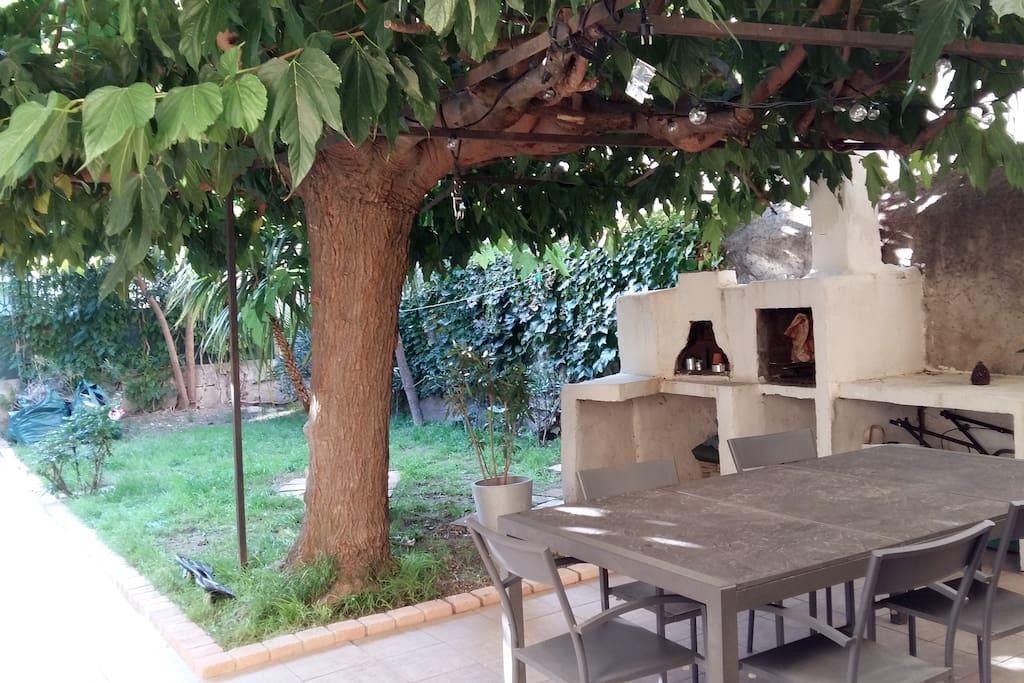 Terrasse et une partie du jardin