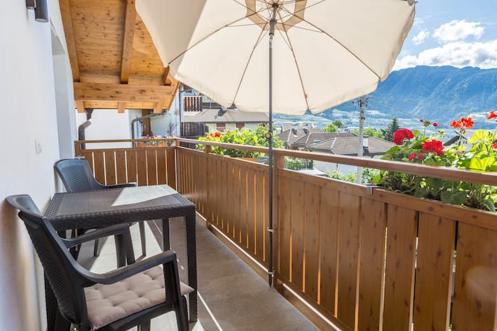 "Beautiful Apartment ""Ferienwohnung Typ B"" with South Balcony with a Wonderful View over the Mountains, Wi-Fi; Parking Available"