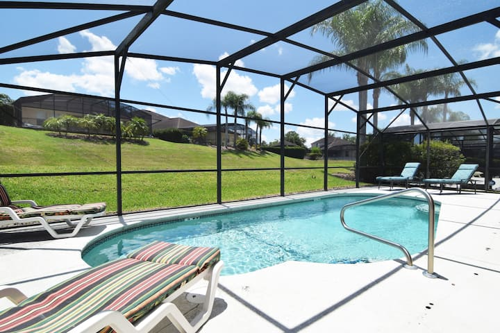 Fantastic 3 bedroom pool home, stylish interior