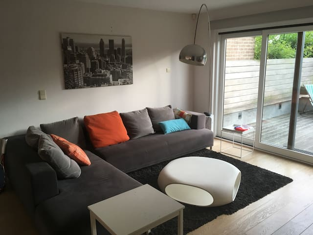 Spacious house with two private rooms(1 studio)