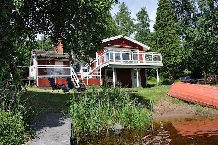 House with private beach & sauna! - Högsby - Srub