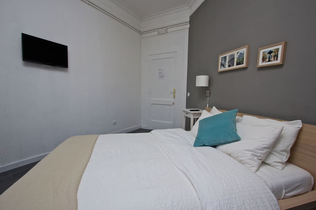 28 € per person Downtown Doble Bed