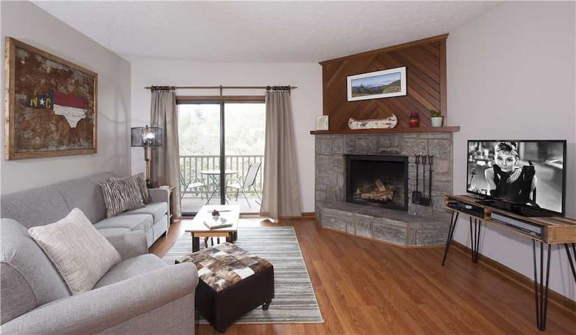 Finch #3 - Chetola Resort 1BR Condo overlooking Moses Cone National Park with Use of Full Resort Amenities Including Heated Indoor Pool