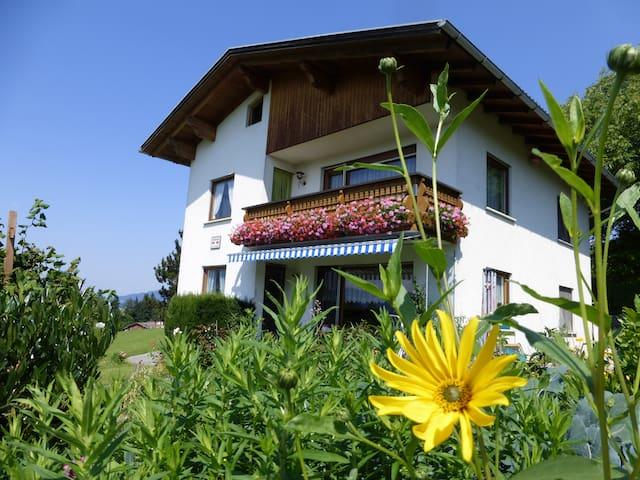 Wohnung mit traumhaftem Bergblick - Langenegg - Haus