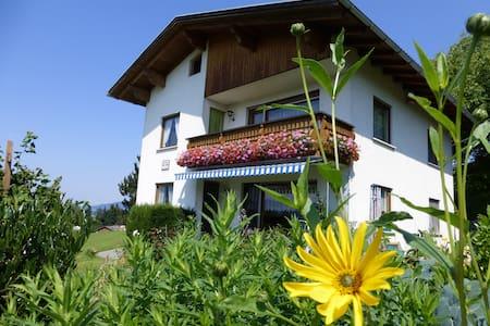 Wohnung mit traumhaftem Bergblick - Langenegg - Ház
