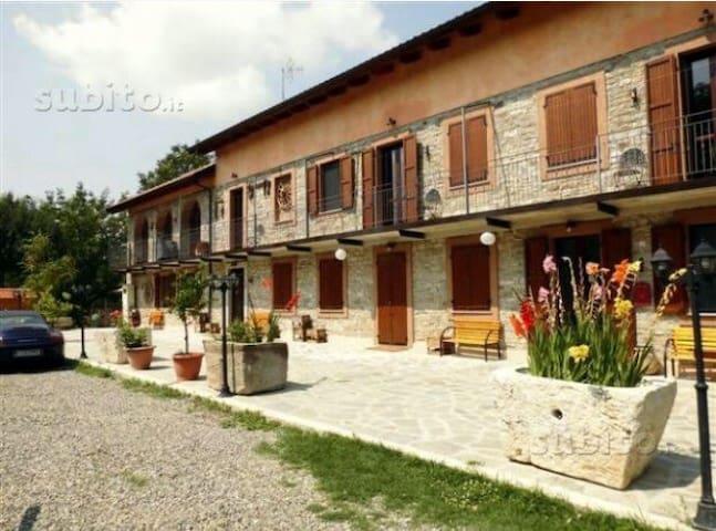 Motel riservato in villa con parco - Bubbio - Bed & Breakfast