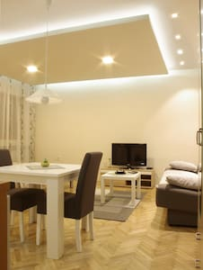 Square Studio Apartment - Nis Center Accommodation