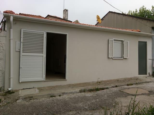 maison de ville calme 10 minutes a pied plage - Espinho - House