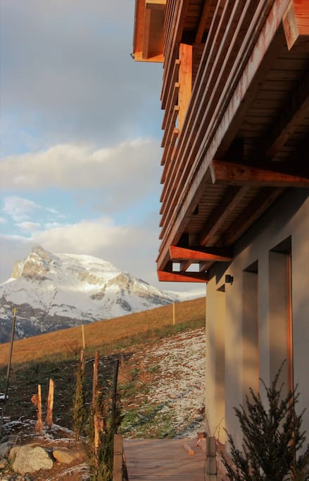 terrasse avec vue sur les montagnes / terrace with view on the mountains