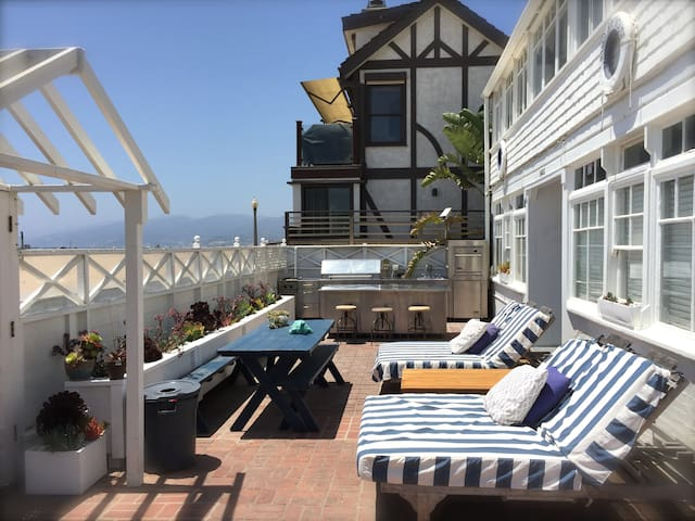 SANTA MONICA BEACH FRONT PROPERTY!!