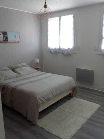 Grande chambre au calme