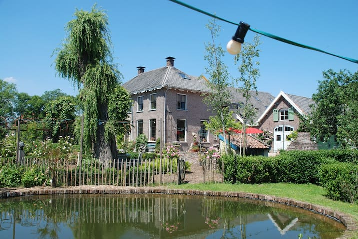 Artistiek, historisch en romantisch - Buren - Bed & Breakfast