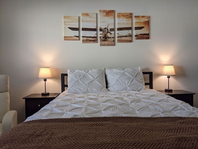 Extremely comfortable queen size bed