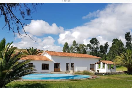 New colonial house, pool, WiFi, tennis court
