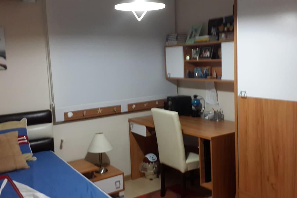 Dinlenme ve çalışmaya uygun genç odası
