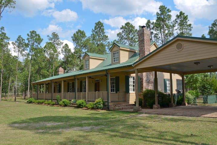 Fox Nation Aiken Farm House - Windsor - House