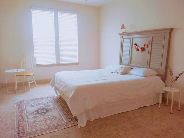 LOVELY & COZY BEDROOM in EXCELLENT LOCATION
