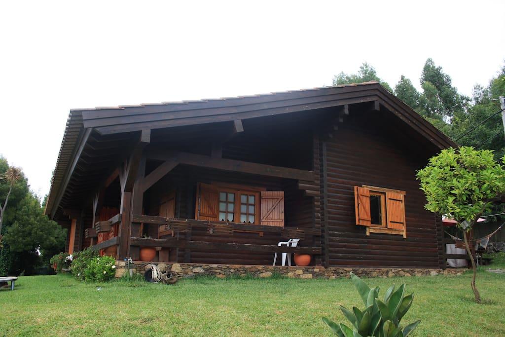 Casa de madeira rustica al houses for rent in lanhelas - Casas de madera portugal ...