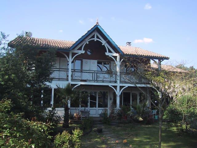 Grande villa de charme à Claouey exposée plein sud