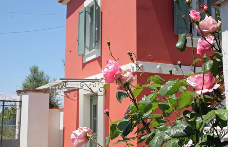 Luxury Historic Villa near the sea - Temeni