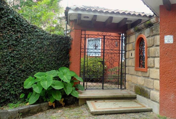 La casa de los laureles
