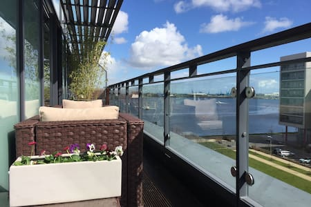 Luxury apartment for bank holiday - Cardiff - Lakás