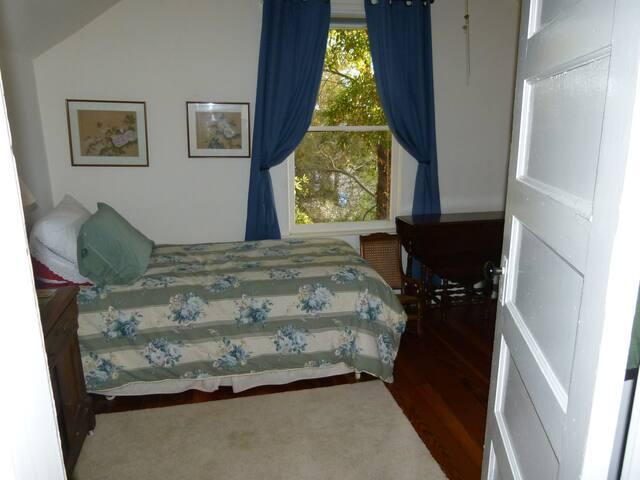 Creek side cozy bedroom sleeps one