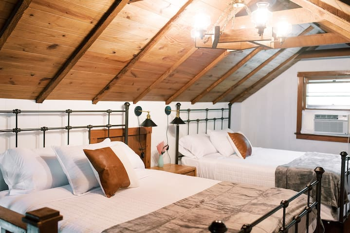 Loft area with two queen beds