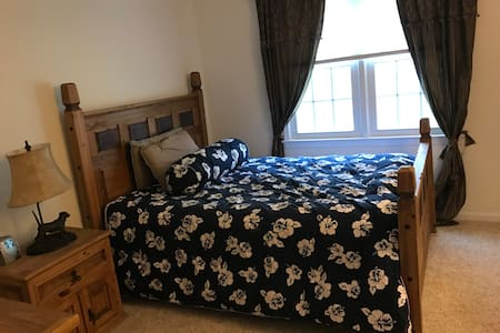 Beautiful Bedroom Rental for Female Guest - North Potomac - Ház