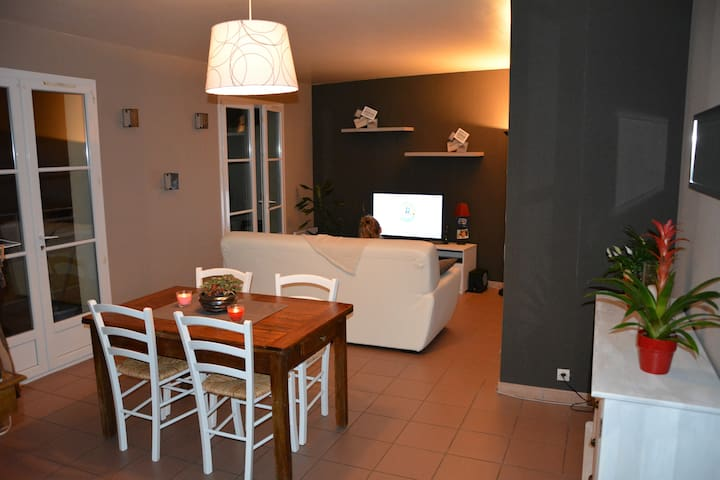 Appartement spacieux, bien situé - Neuville-sous-Montreuil - อพาร์ทเมนท์
