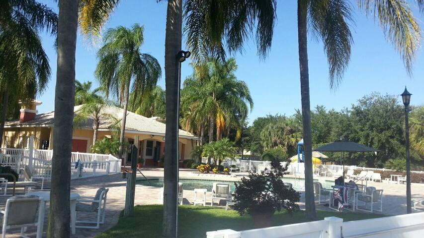 A premier lake and tennis resort - Poinciana - Villa