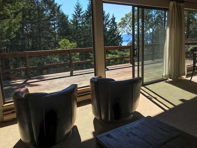 Moose n' Brix Cottage with Ocean View